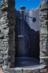 Fertige Duschkabine mit Mosaik