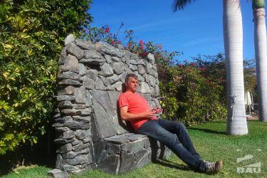 Sitzbank-Naturstein im Garten
